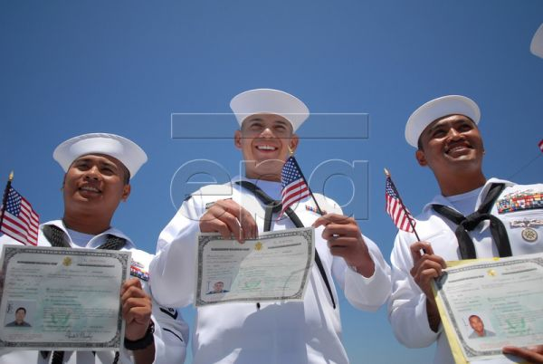 CM3 Fernando Llamas, center, poses for photographs with others from his battalion who became citizens during a naturalization ceremony where 300 foriegn nationals serving in the U.S. armed forces became U.S. citizens in San Diego, California, USA, 02 July 2010. Llamas, who was born in Mexico, is a mechanic with the Amphibious Construction Battalion 1 at the Naval Amphibious Base Coronado in Coronado, California. The event was the largest all military naturalization ceremony in the history of the United Stat
