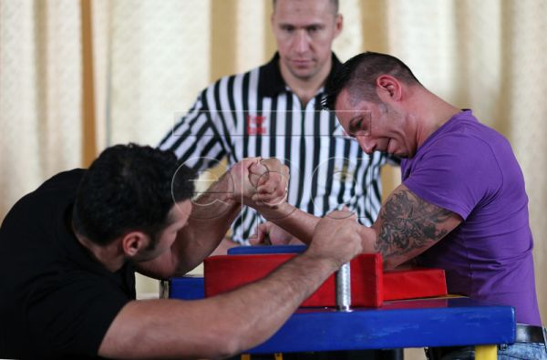An official referee (C) watches the match between two inmates during the 'Inmate Arm Wrestling Contest Bucharest - Rahova 2010' at Rahova Prison in Bucharest, Romania, 18 November 2010. The inmates competed in various weight categories, supervised by referees of the Romanian Arm Wrestling Association, and were given the opportunity to face 90kg class world arm wrestling champion Ion Oncescu. The Romanian penitentiary system is hosting about 28.165 people in prisons, 60 percent of them being jobless at the m