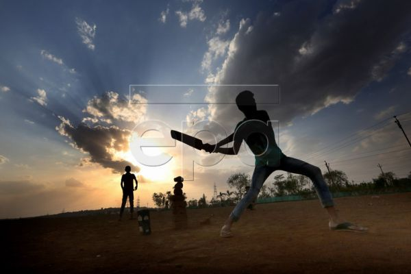 Indian children play cricket at the Kaliya Sot ground in Bhopal, India, 19 May 2019. Cricket, a sport dubbed as a religion in India owing to its unmatched popularity, has once again become a national obsession with the World Cup 2019 currently underway in England, the birthplace of the Gentleman's Game. The tournament kicked off on May 30 and will conclude on Jul.14, with India among the favorites to lift the coveted trophy. Cricket is more than just a sport for the country. The quadrennial showpiece event
